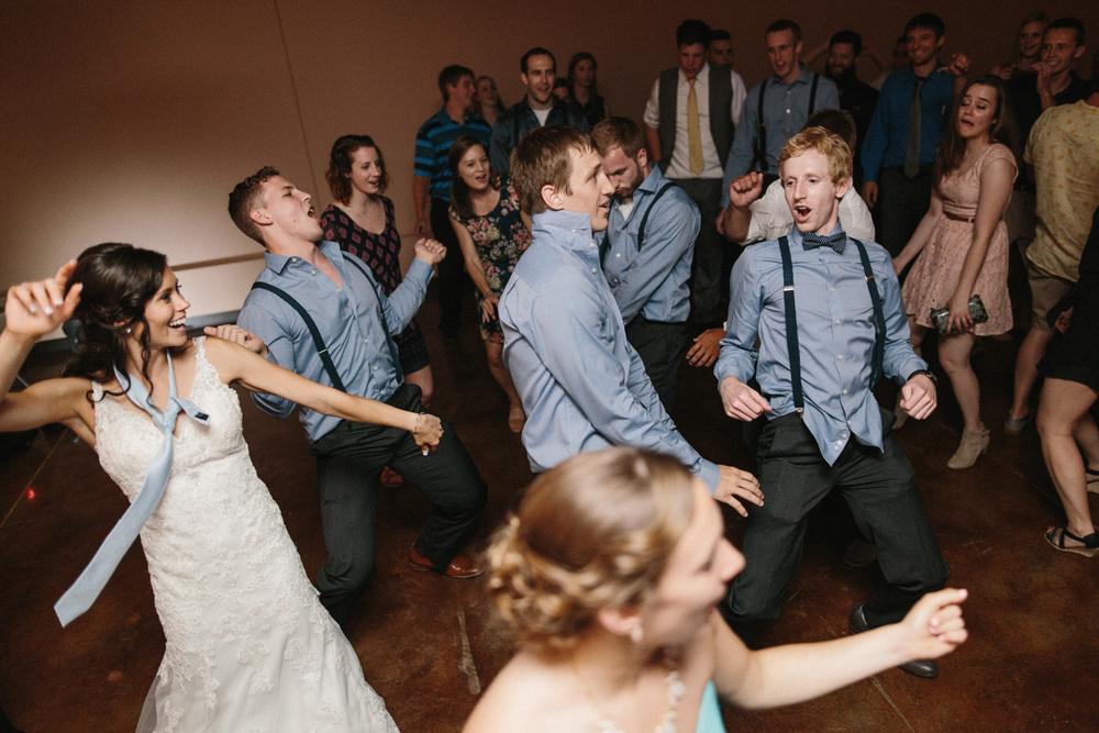 Outdoor_Wedding_SiouxFalls_MaryJoWegnerArboretum_Photographer_Calli&Jon_144.jpg