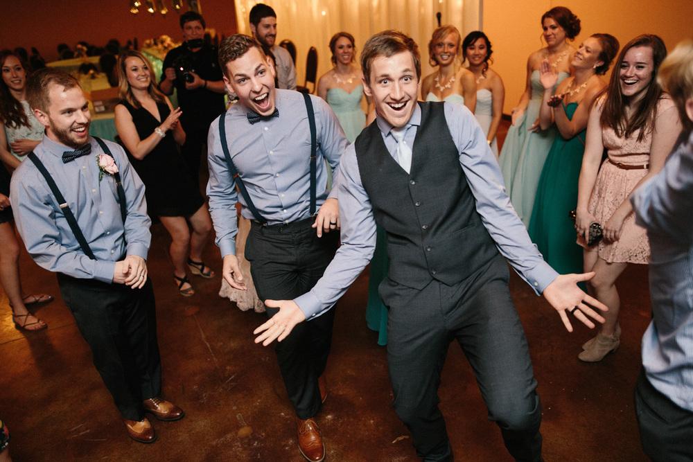 Outdoor_Wedding_SiouxFalls_MaryJoWegnerArboretum_Photographer_Calli&Jon_143.jpg