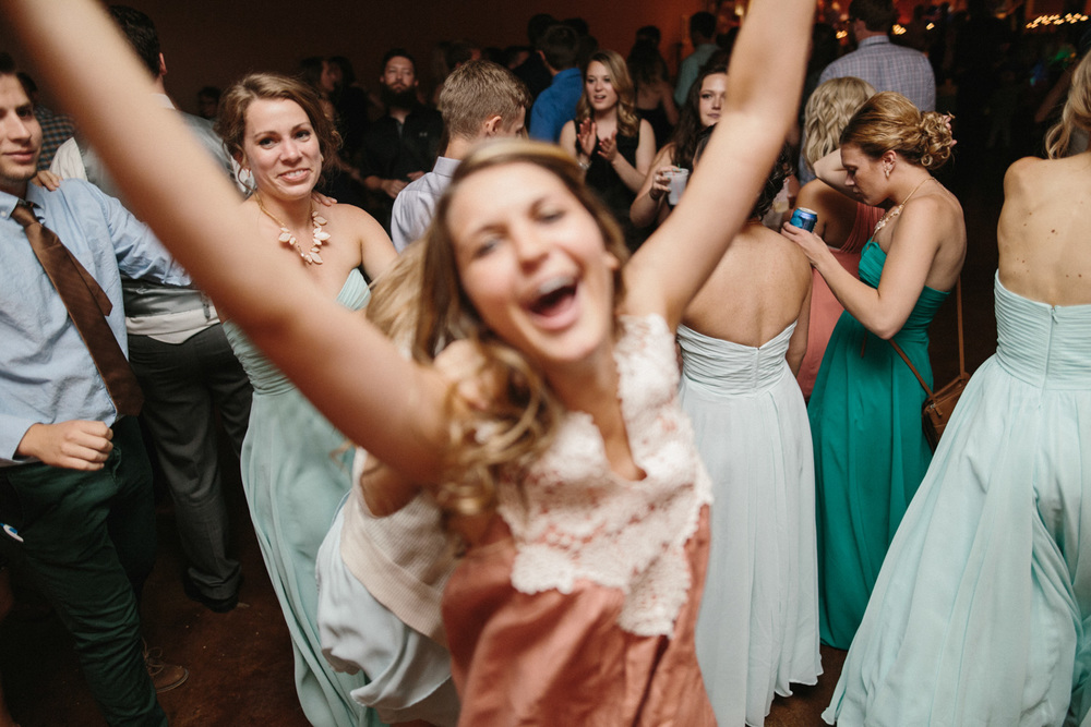 Outdoor_Wedding_SiouxFalls_MaryJoWegnerArboretum_Photographer_Calli&Jon_145.jpg