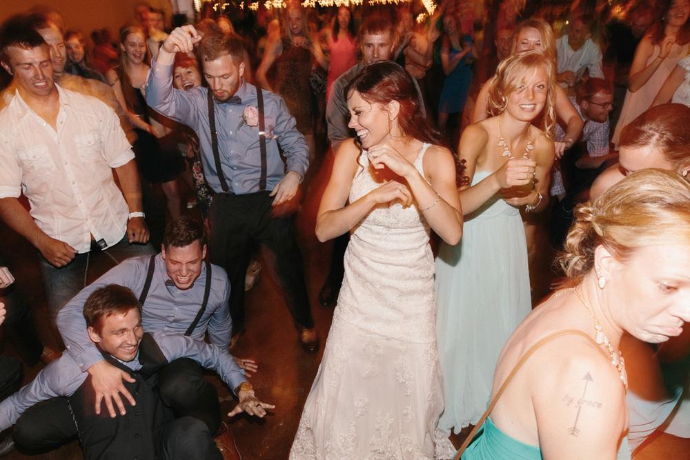 Outdoor_Wedding_SiouxFalls_MaryJoWegnerArboretum_Photographer_Calli&Jon_148.jpg