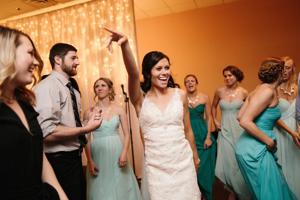 Outdoor_Wedding_SiouxFalls_MaryJoWegnerArboretum_Photographer_Calli&Jon_149.jpg