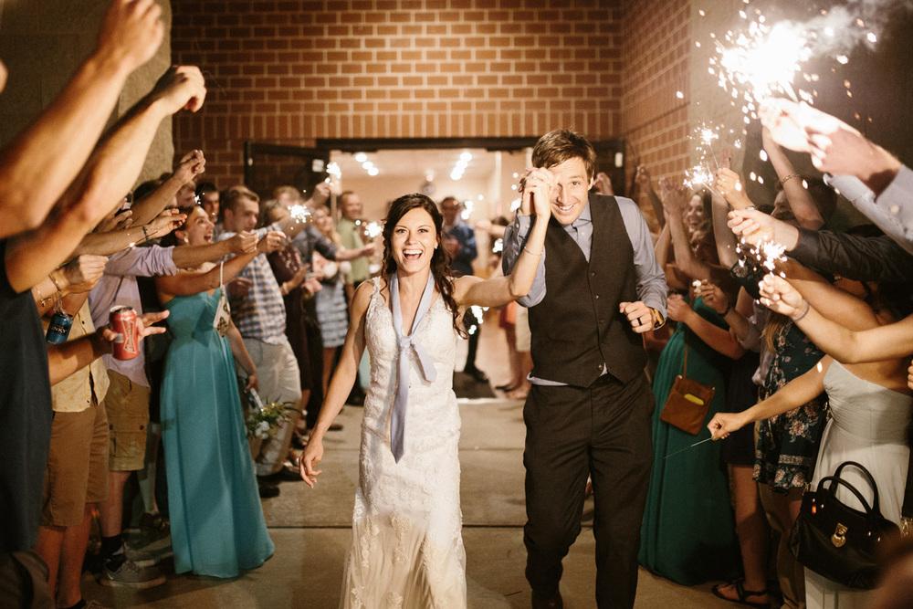 Outdoor_Wedding_SiouxFalls_MaryJoWegnerArboretum_Photographer_Calli&Jon_155.jpg