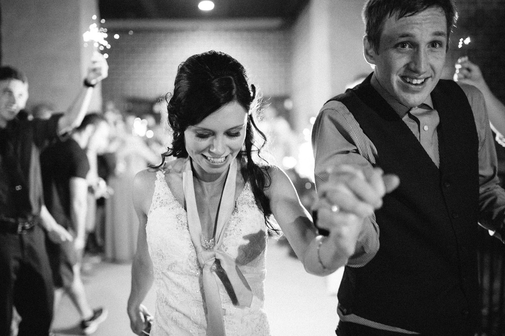 Outdoor_Wedding_SiouxFalls_MaryJoWegnerArboretum_Photographer_Calli&Jon_156.jpg