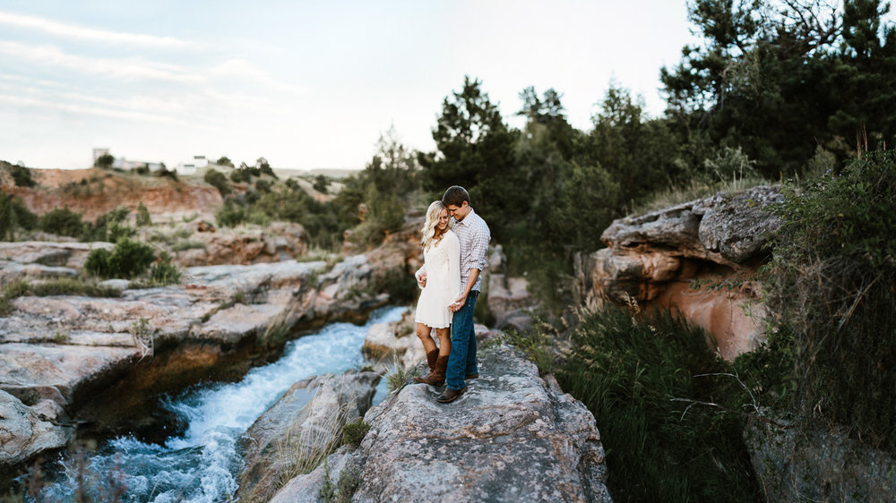 SiouxFalls_BlackHills_Adventure_Engagement_Wedding_Photographer_29.jpg