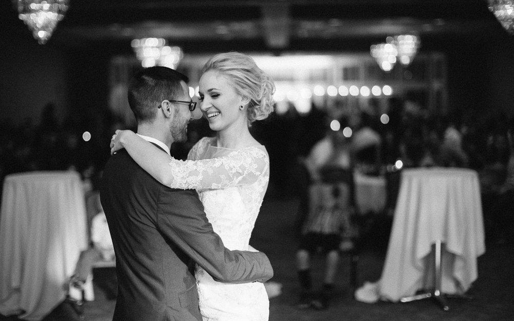 Jenna&Austin_SiouxFalls_Wedding_Photography_37.jpg