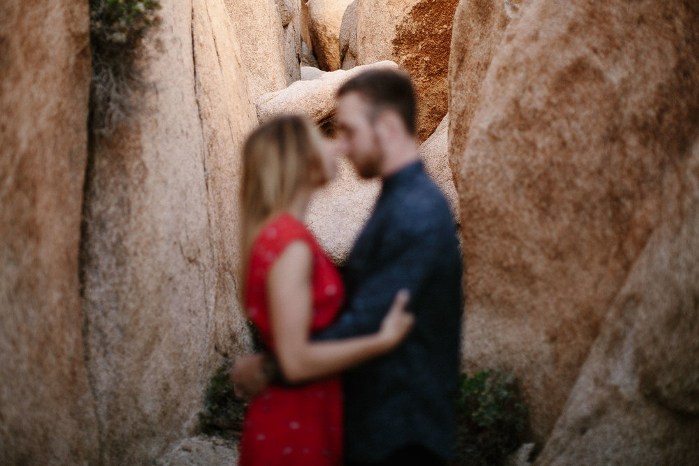 Joshua_Tree_Engagement_Wedding_Elopement_Photogapher_32.jpg