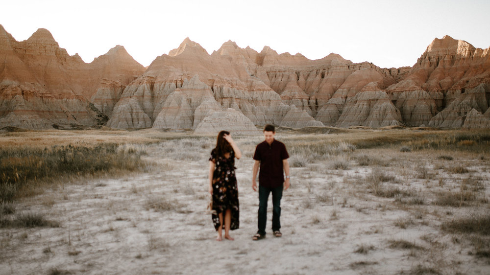 Alyssa&Forrest_Badlands_Adventure_Engagement_30.jpg