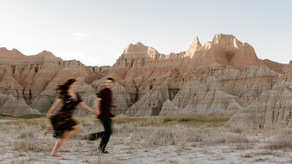 Alyssa&Forrest_Badlands_Adventure_Engagement_33.jpg