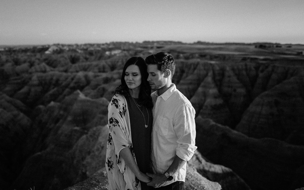 Alyssa&Forrest_Badlands_Adventure_Engagement_37.jpg