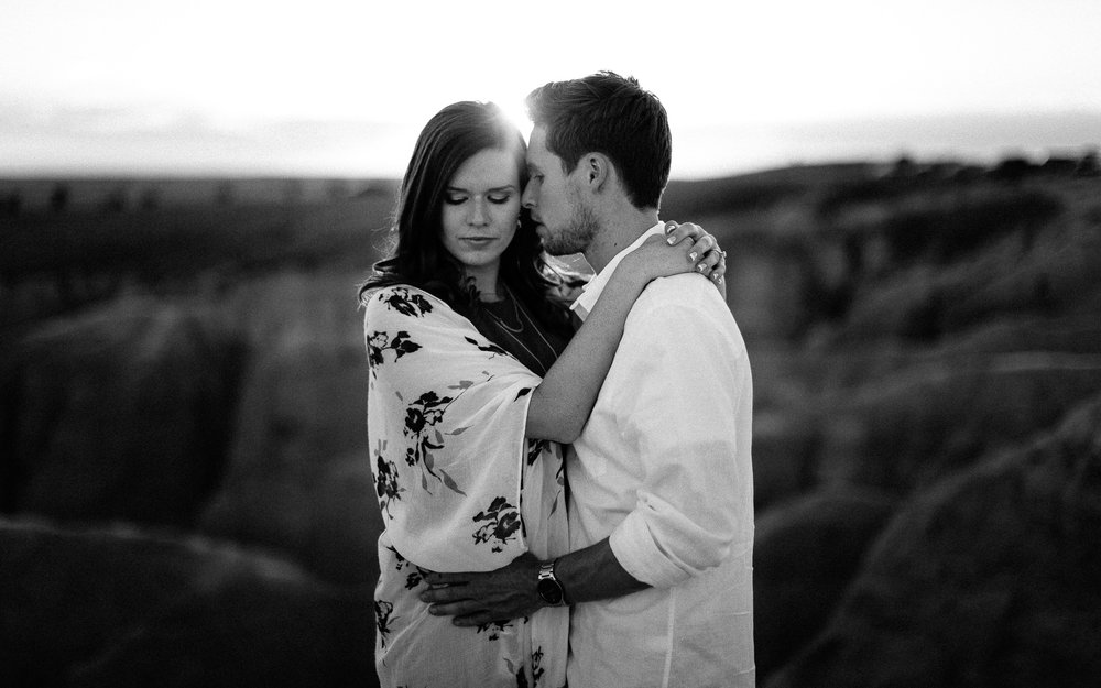 Alyssa&Forrest_Badlands_Adventure_Engagement_41.jpg