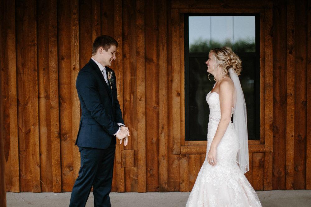meadow-barn-wedding-sioux-falls-south-dakota-romantic-adventerous-michael-liedtke-photography021.jpg