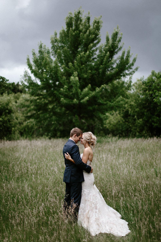 meadow-barn-wedding-sioux-falls-south-dakota-romantic-adventerous-michael-liedtke-photography049.jpg