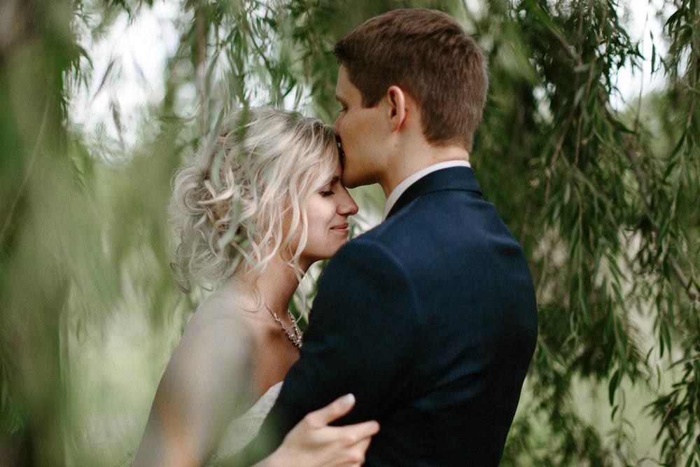 meadow-barn-wedding-sioux-falls-south-dakota-romantic-adventerous-michael-liedtke-photography052.jpg