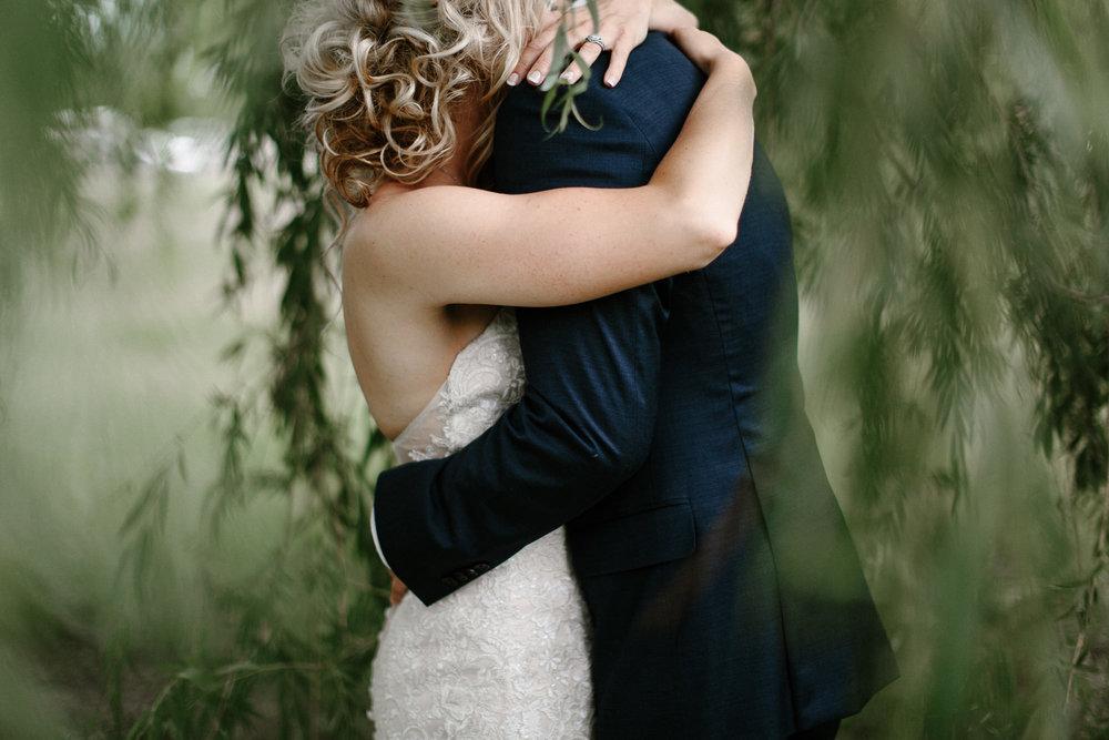 meadow-barn-wedding-sioux-falls-south-dakota-romantic-adventerous-michael-liedtke-photography053.jpg