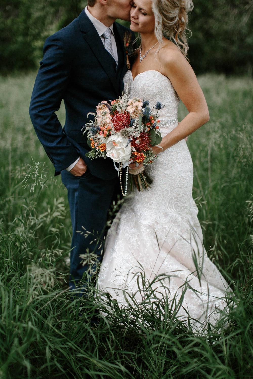 meadow-barn-wedding-sioux-falls-south-dakota-romantic-adventerous-michael-liedtke-photography054.jpg
