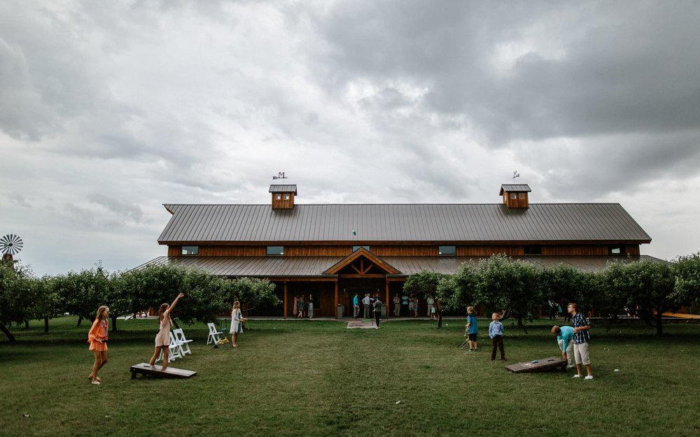meadow-barn-wedding-sioux-falls-south-dakota-romantic-adventerous-michael-liedtke-photography060.jpg