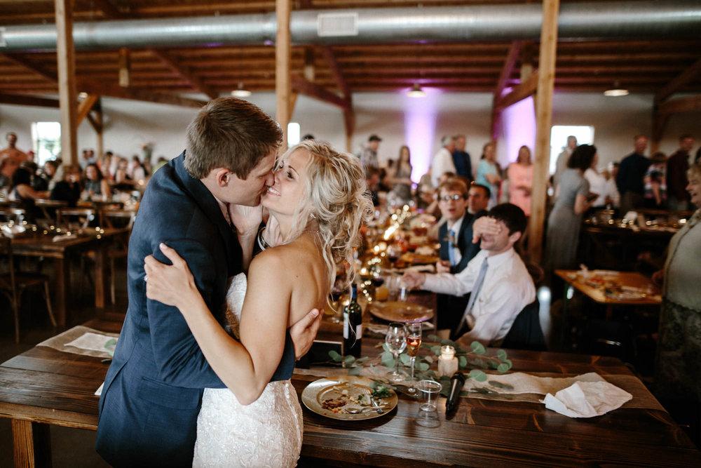 meadow-barn-wedding-sioux-falls-south-dakota-romantic-adventerous-michael-liedtke-photography067.jpg