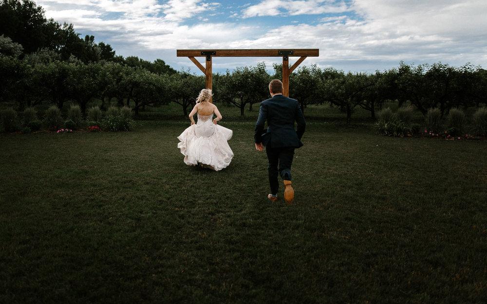 meadow-barn-wedding-sioux-falls-south-dakota-romantic-adventerous-michael-liedtke-photography083.jpg