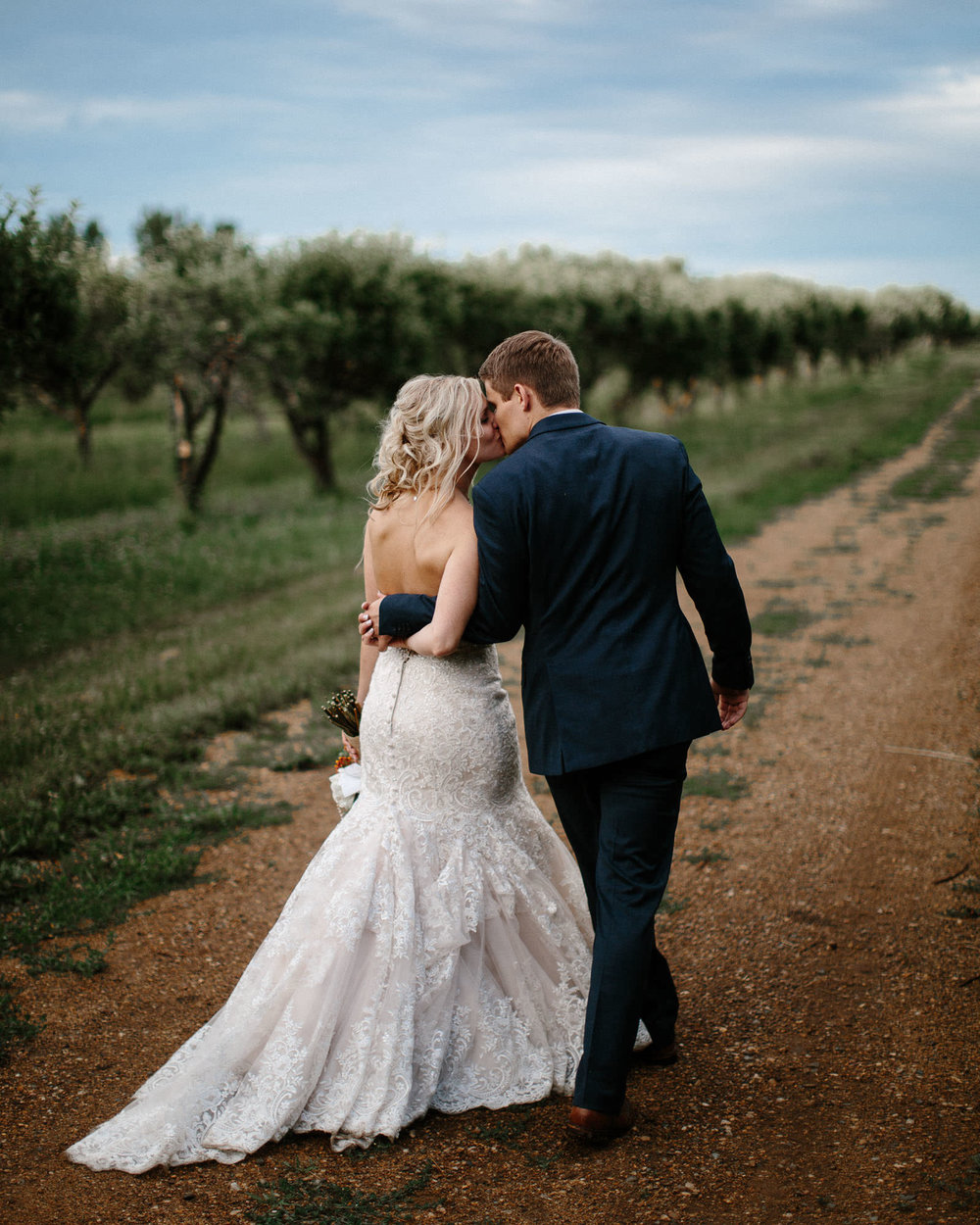meadow-barn-wedding-sioux-falls-south-dakota-romantic-adventerous-michael-liedtke-photography091.jpg