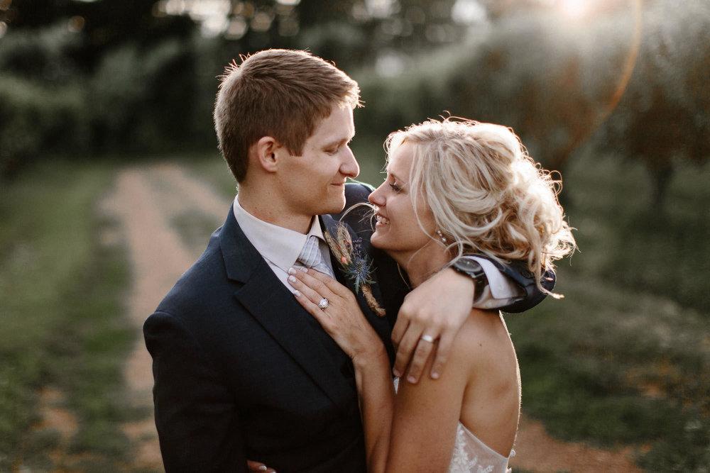 meadow-barn-wedding-sioux-falls-south-dakota-romantic-adventerous-michael-liedtke-photography098.jpg