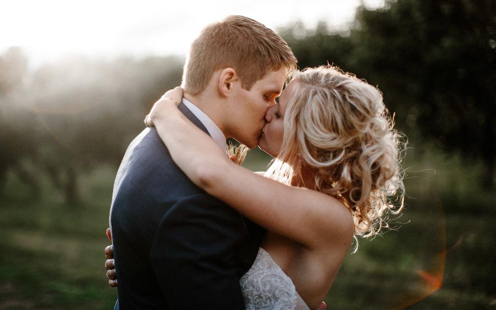 meadow-barn-wedding-sioux-falls-south-dakota-romantic-adventerous-michael-liedtke-photography099.jpg