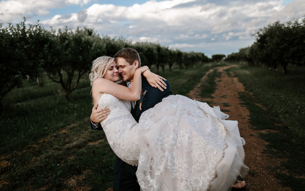 meadow-barn-wedding-sioux-falls-south-dakota-romantic-adventerous-michael-liedtke-photography106.jpg