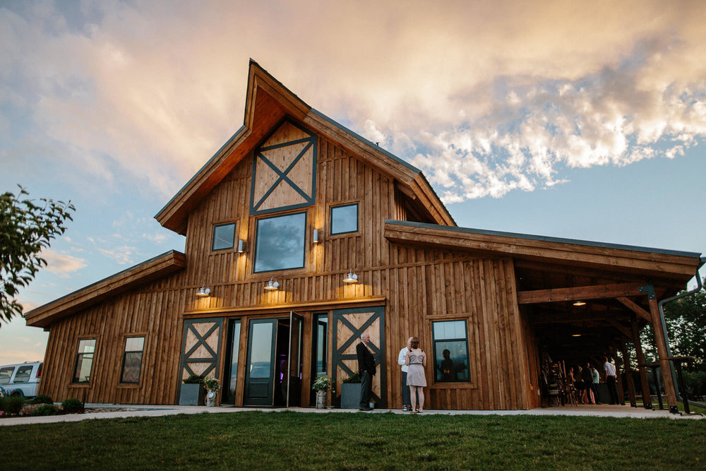 meadow-barn-wedding-sioux-falls-south-dakota-romantic-adventerous-michael-liedtke-photography114.jpg