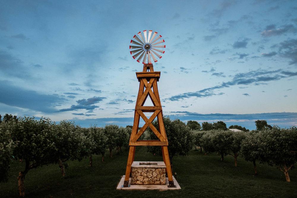meadow-barn-wedding-sioux-falls-south-dakota-romantic-adventerous-michael-liedtke-photography115.jpg