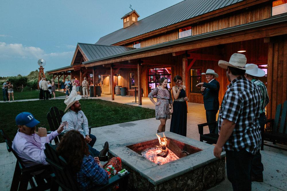 meadow-barn-wedding-sioux-falls-south-dakota-romantic-adventerous-michael-liedtke-photography116.jpg