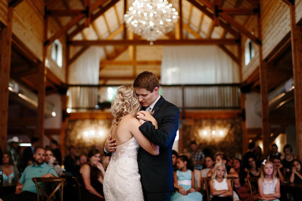 meadow-barn-wedding-sioux-falls-south-dakota-romantic-adventerous-michael-liedtke-photography123.jpg