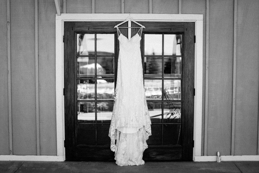 wedding-elopement-adventerous-romantic-timeless-south-dakota-blue-haven-barn-001.jpg