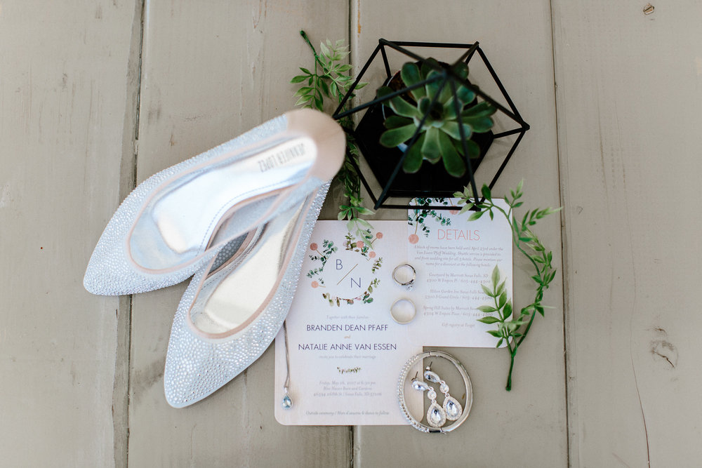 wedding-elopement-adventerous-romantic-timeless-south-dakota-blue-haven-barn-002.jpg