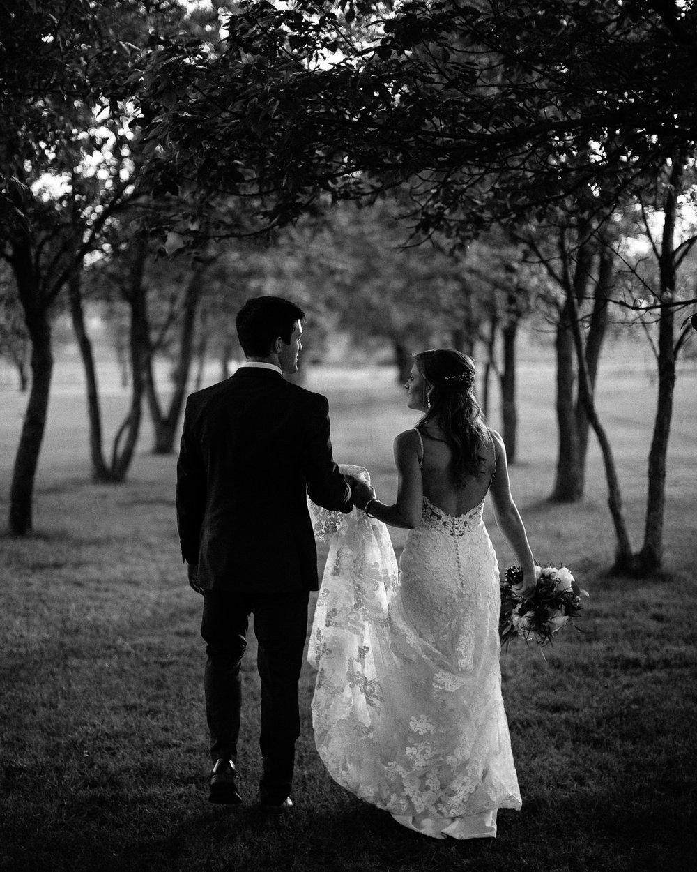 wedding-elopement-adventerous-romantic-timeless-south-dakota-blue-haven-barn-076.jpg