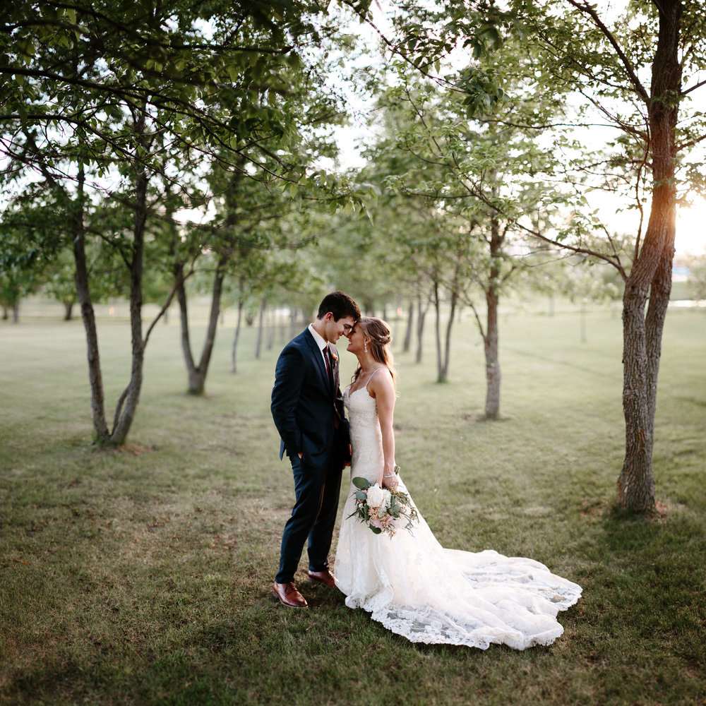 wedding-elopement-adventerous-romantic-timeless-south-dakota-blue-haven-barn-081.jpg
