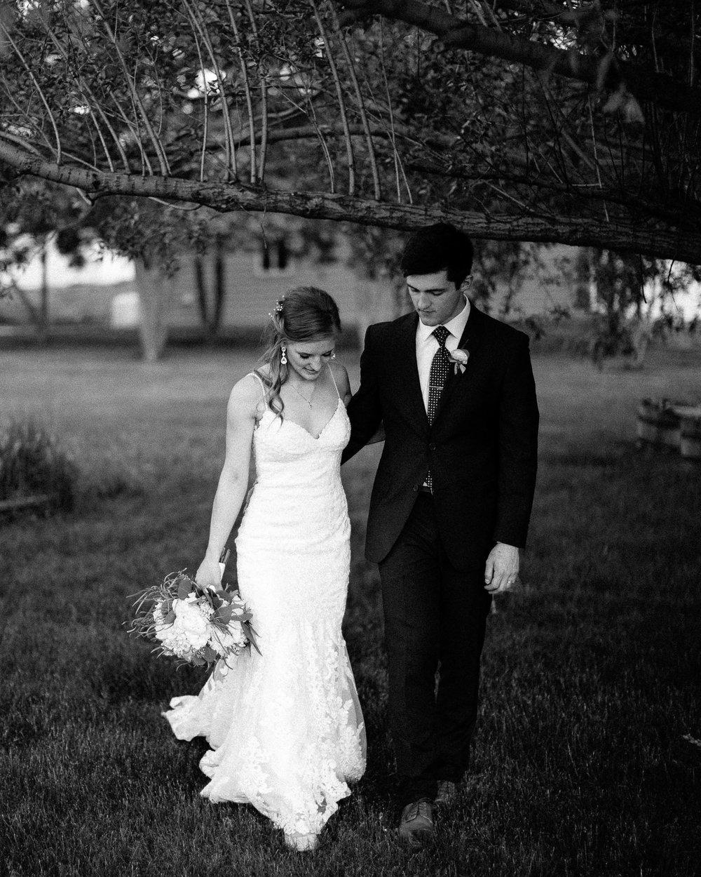wedding-elopement-adventerous-romantic-timeless-south-dakota-blue-haven-barn-083.jpg