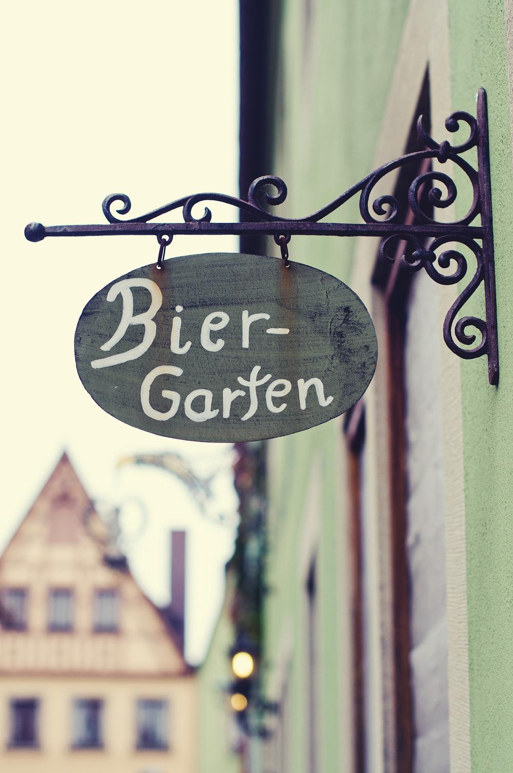 nelougrace_bier_garten.jpg