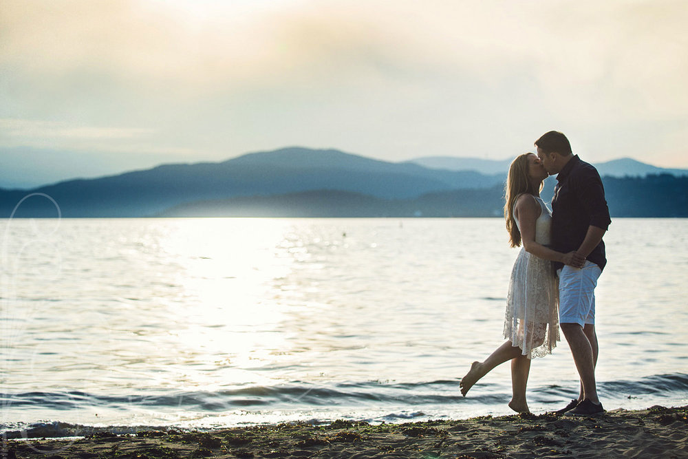 vancouver-beach-sunset-engagement-session-yaletown-weddin-ggallery-photo.jpg