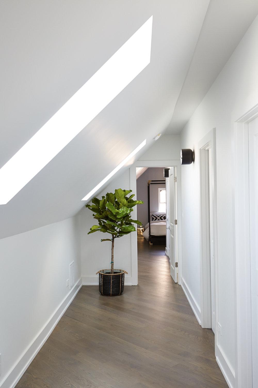 Diversey_Hallway_Floor_2_3490.jpg