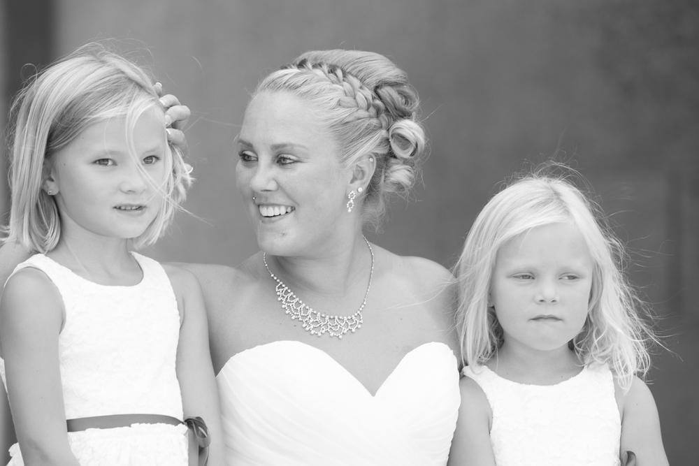wedding bride with her flower girls at Centennial Lakes Park Edina, Minnesota Wedding photographer