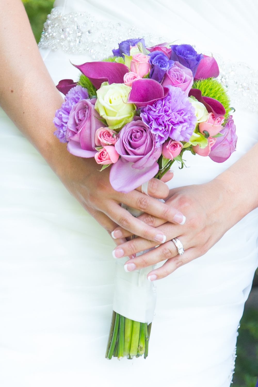 wedding bride holding her bridal bouquet at Centennial Lakes Park Edina, Minnesota Wedding photographer