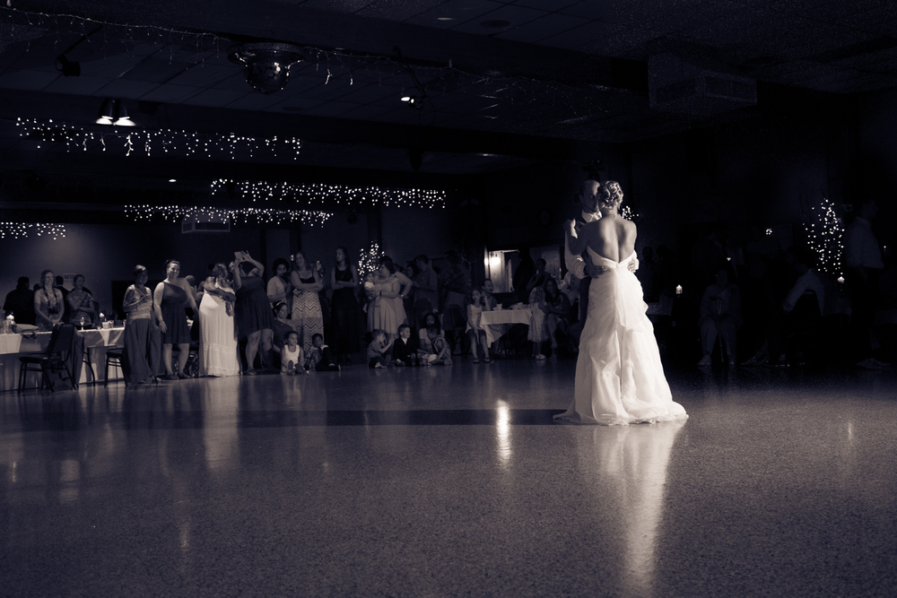 wedding bride and groom first dance Minnesota Wedding photographer