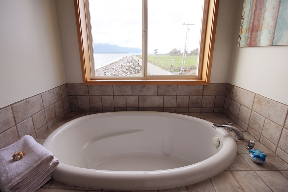 Deep tub in master bathroom