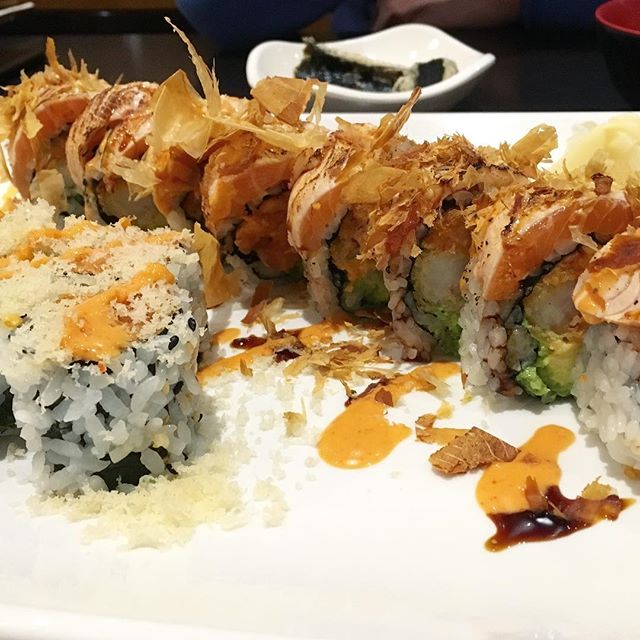 Spicy salmon roll and Fire Dragon Roll 🔥 🐉 🥢🍶 . . . . . #sushi #maki #fire #dragon #spicy #salmon #blogto #eats #foodblog #foodie #richmondhill #forthegram #toronto #vaughan #markham