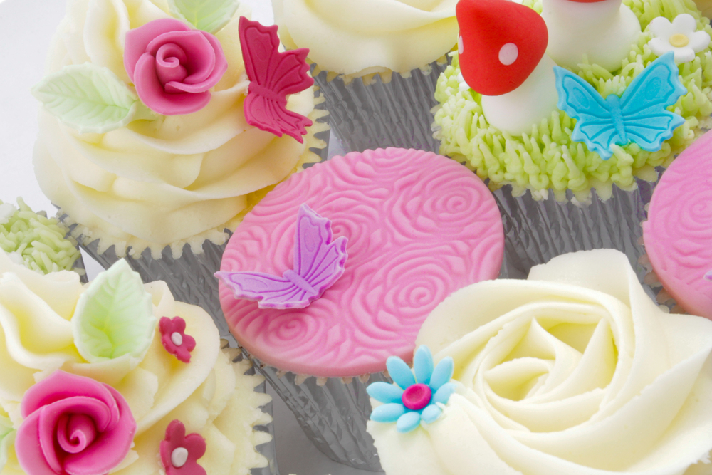You will be taught how to emboss sugar paste and create delicate decorations.
