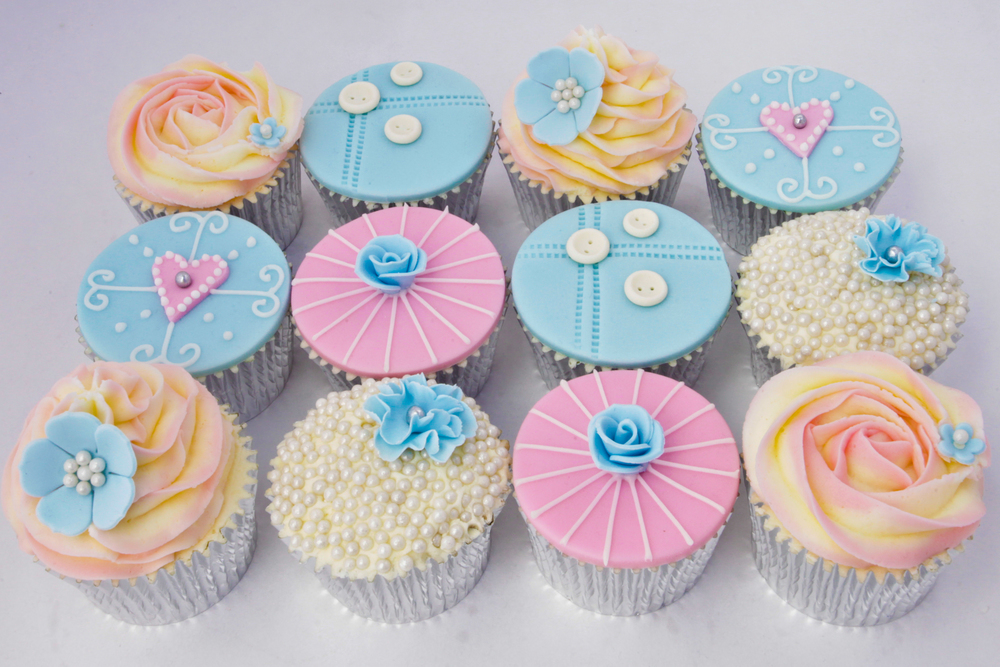 You will decorate and take home 12 gorgeous vintage chic cupcakes