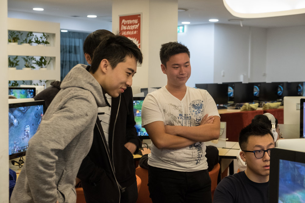 The team watching AD Carry, Stealthix, in one of his matches. The friendship and trust between all the members were the key to their ability to handle the emotional roller coaster of a 5 match finals.