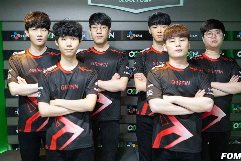 "From left to right: Lee ""Tarzan"" Seung-yong, Son ""Lehends"" Si-Woo, Park ""Viper"" Do-Hyeon, Jeong ""Chovy"" Ji-Hoon, Shin ""Rather"" Hyeong-Seop, Choi ""Sword"" Sung-won (credit: Yong Wood ""Kenzi"" Kim, fomos.kr)"