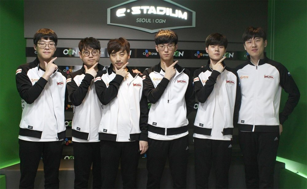 "From left to right: Song ""Smeb"" Kyung-ho, Cho ""Mata"" Se-hyeong, Go ""Score"" Dong-bin, Son ""Ucal"" Woo-hyeon, Kim ""Deft"" Hyuk-kul, Lee ""Rush"" Yoon-jae (Credit: Ashley Kang, korizon)"