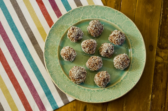 Blackberry-energy-ball-madeleine-shaw