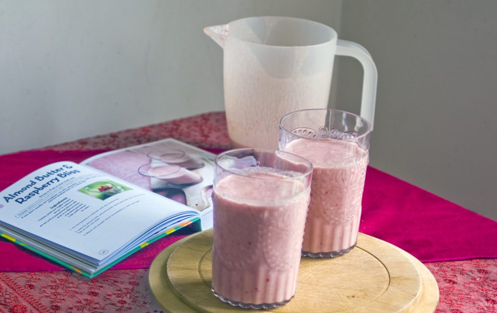 Almond-butter-raspberry-bliss-smoothie-recipe-Juice
